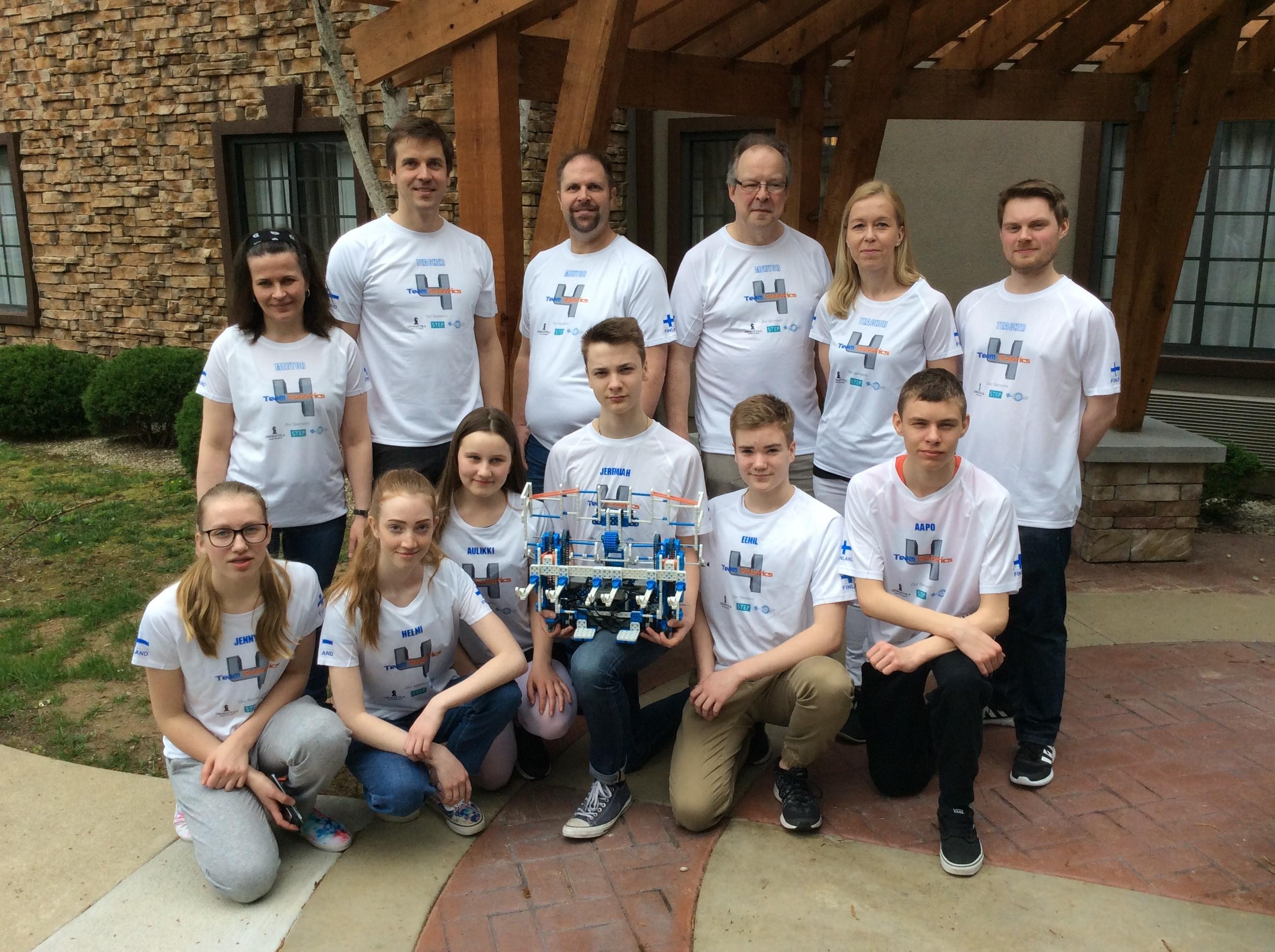 Louisville, Kentucky, USA. Suomen VEX IQ -joukkue Orimattilasta taustajoukkoineen olivat USA:ssa käytävän VEX Worlds 2017 Robotiikan maailmanmestaruustapahtumassa.